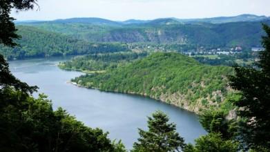 Vyhlídka u Hrazan na slapské jezero