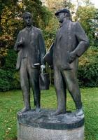 Pomník bratří Čapků v Malých Svatoňovicích