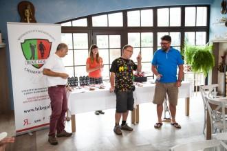 Tvůrci akce Halada a Raufer, uprostřed  organizátor cyklistického Malevil Cupu Radek Patrák