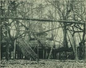 Snímek z roku 1908 ukazuje ještě taneční parket