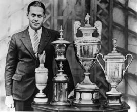 Nejslavnější golfový amatér 20. století: Američan Bobby Jones a a jeho trofeje z tehdejšího Grand Slamu. Vyhrál čtyři majory v jednom kalendářním roce, 1930.