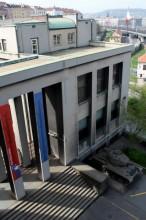 Tzv. propylaje, neboli vstup do Armádního muzea