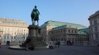 Náměstíčko před Albertinou, vzadu Opera