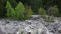 Kamenné pole, dole zbytky chatky
