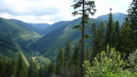 Údolí Divoké Desné, vlevo dolní nádrž, vpravo nahoře horní