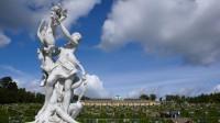 Pod zámkem Sanssouci - je v pozadí