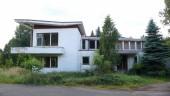 Severní strana vily, od příjezdové cesty