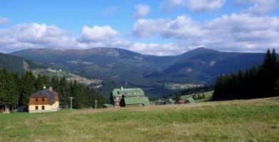 Z cesty od Černé hory k Výrovce, pohled na východní část Krkonoš