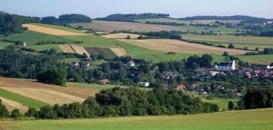 Střední Čechy, krajina vesniček mých střediskových. U Počepic, poblíž Sedlčan.