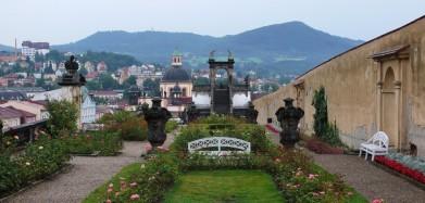 Růžová zahrada v zámku Děčín s vyhlídkovým glorietem