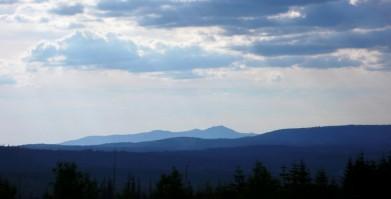 Cestou na Černou horu, pohled na severozápad (na obzoru snad Velký Falkenstein)