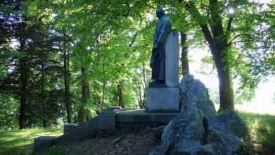 Pomník Adalbereta Stiftera v Horní Plané. Skoro nikdo o něm neví, je okolo něj i okrasný park, který založili ještě Němci na přelomu 19. a 20. století