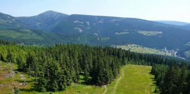 Jsou hezčí Krkonoše, například oblast s Pecí pod Sněžkou....