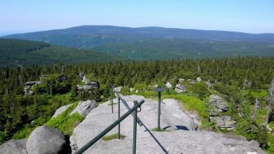 Vlevo na obzoru vrchol Smrku, 1124 metrů