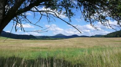 Panorama Lužických hor, uprostřed se tyčí Jedlová