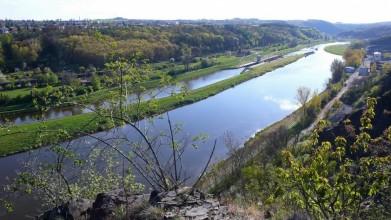 Druhá klecanská vyhlídka - po proudu řeky