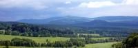 Panorama českého lesa, v dáli vrch Zvon