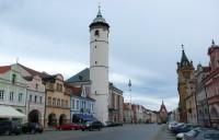 Domažlické náměstí s vychýlenou věží