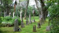 Upravený hřbitov v Pleši