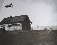 Takto vypadalo hřiště na Líšnici poblíž Prahy, resp. klubovna, ve 30. letech 20. století.