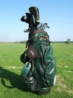 Bag s holemi váží někdy i přes 10 kilogramů, lze ho vozit také na vozíku.