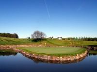 Jeden z nejprestižnějších klubů v Česku, golfový resort Konopiště. Disponuje třemi hřišti.