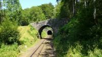Tunely i můstky, uprostřed kolejí je vidět ozubnice