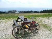 Horská cyklistika patří k nejnáročnějším: výhled z Černé Hory v Krkonoších.