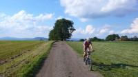 Polní cesta je vhodná především pro horská, částečně crossová kola.