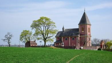 Kostelík v obci Hrádek u Nechanic