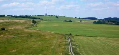 Buková hora s vysílačem, v Českém Středohoří